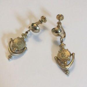 Vintage Avon calling door 🚪 screw back earrings